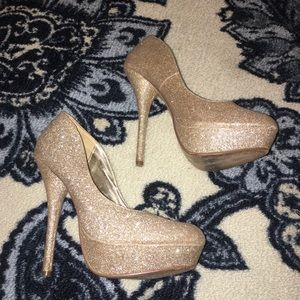 GOLD Glitter Platform Pumps!